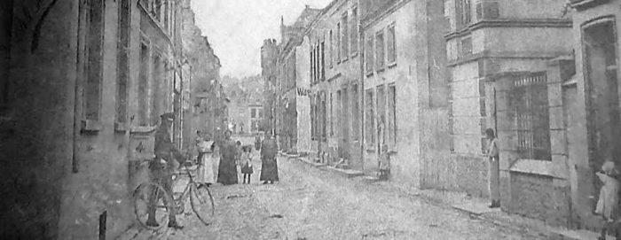 Die Kalkarer Synagoge an der Hanselaerstraße wird in der Nacht vom 9. auf den 10. November durch Nationalsozialisten niedergebrannt und komplett zerstört