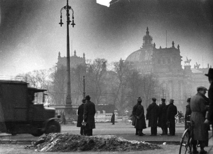 Brand des Reichstagsgebäudes in Berlin in der Nacht vom 27. auf den 28. Februar 1933.