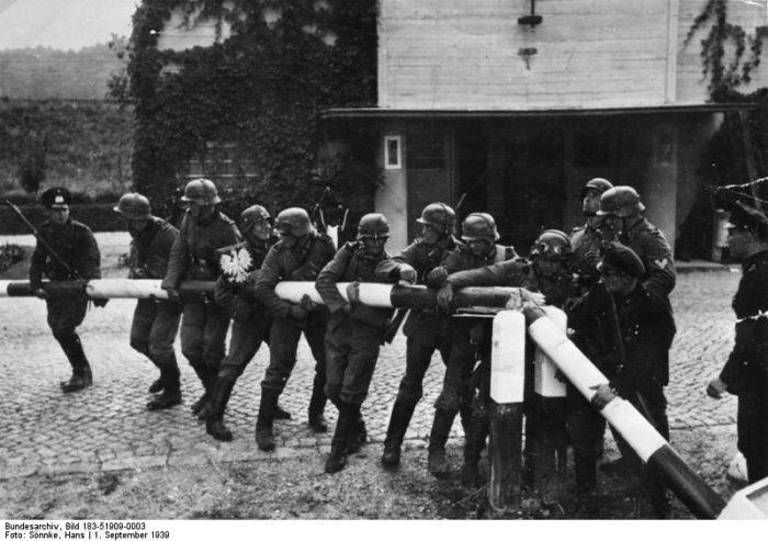 """Beginn des Zweiten Weltkrieges mit dem """"Überfall auf Polen"""""""